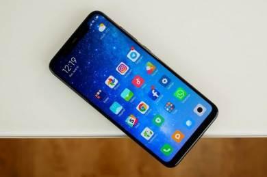 Sửa Xiaomi Mi 6 / Mi 7 / Mi 8 màn hình bị nhiễu màu, trắng màn hình