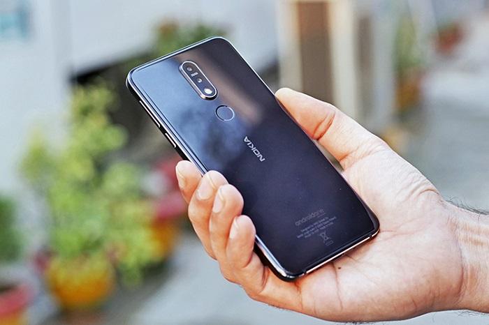 thay-nap-lung-mat-kinh-sau-Nokia-X7-7-1-Plus