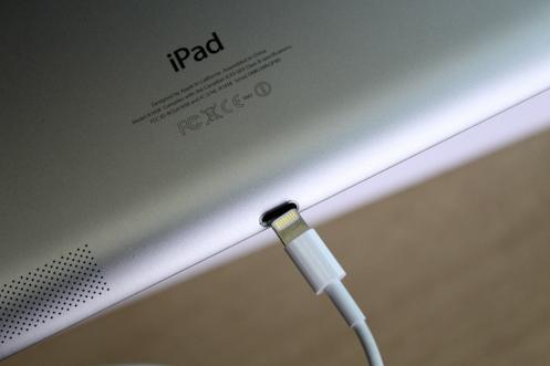 IPad Air 10.5 lỏng cáp lighing, sạc không vào