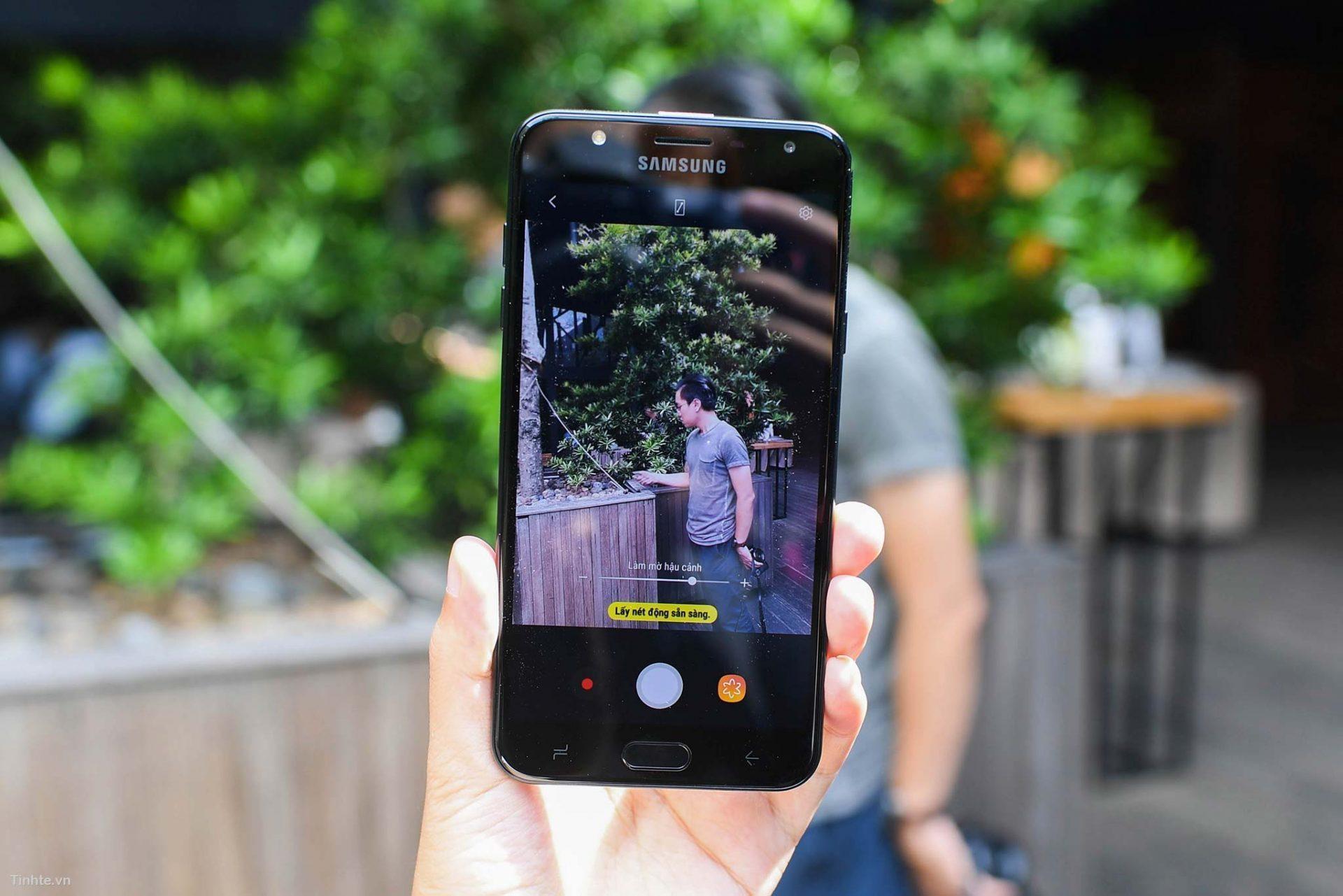 Thay màn hình Samsung Galaxy J7 Duo giá có rẻ hay không ?