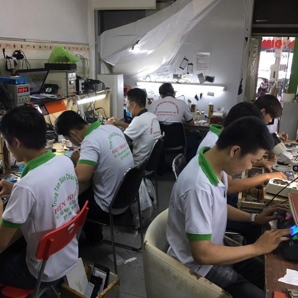 Thay Mat Kinh Iphone 3