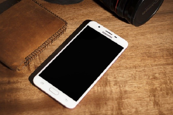 Dien Thoai Samsung Bi Den Man Hinh 1